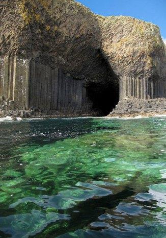 Scotland_Fingals_Cave_1