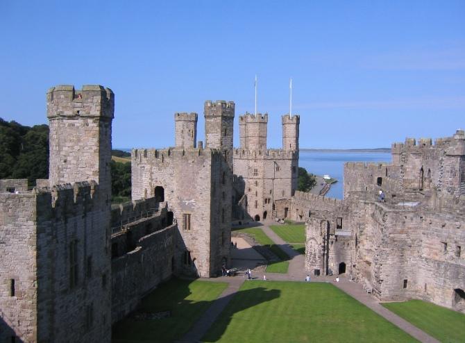 Caernarfon_castle_interior
